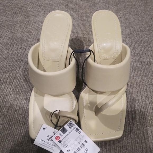COPY - Zara beige asymmetrical leather heeled San…
